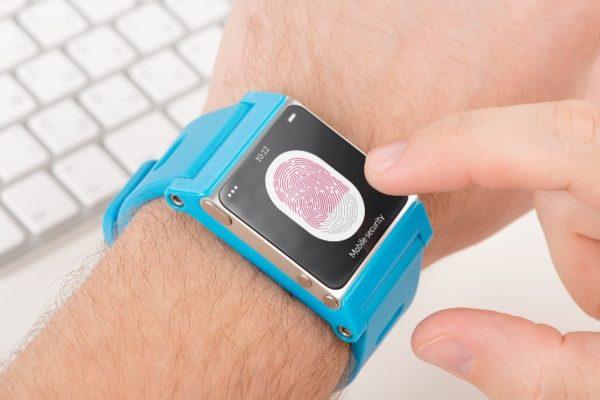 Хакеры могут взломать любое конечное устройство IoT, такое как смарт-часы, прибор медицинского мониторинга или даже имплантированный в корову датчик