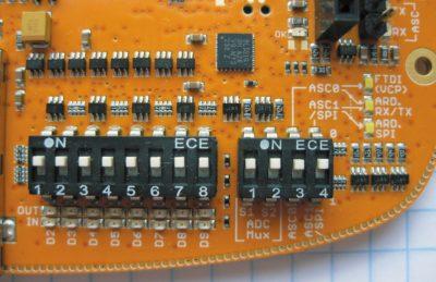 Блок микропереключателей для выбора направления сигналов и канала АЦП