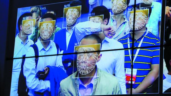 Работа интеллектуальной системы распознавания лиц по потоковому видео с уличных камер