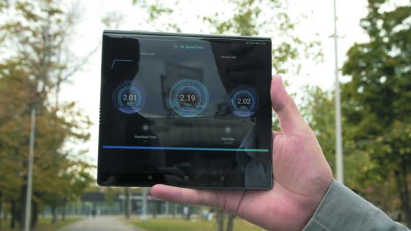 Тестирование скорости скачивания (1,3 Гбит/с) на смартфоне Huawei Mate X в сети оператора «Билайн» (Москва)