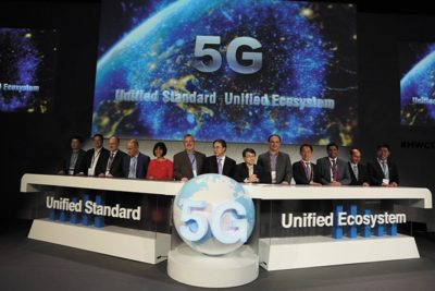 Huawei на церемонии, где было заявлено о стремлении продвигать и поддерживать единые международные стандарты 5G и единую комплексную (E2E) экосистему