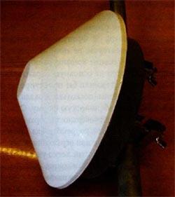 Планарная отражательная антенна, расположенная в радиопрозрачном корпусе