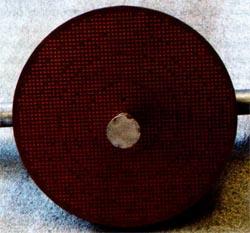 Планарная печатная структура, обеспечивающая преобразование сферического фронта волны первичного излучателя без поворота плоскости поляризации в плоский фазовый фронт волны, излучаемой антенной