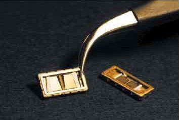 Фото квазивеерных фильтров на ПАВ на базе ОНВШП фильтров в металлокерамическом SMD-корпусе