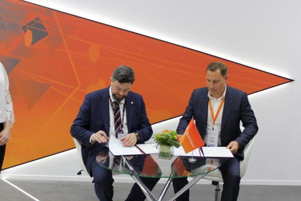 Подписание соглашения между АО «НИИМА «ПРОГРЕСС» и «ЕвроМобайл»