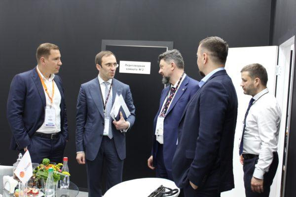 Встреча руководителей АО «НИИМА «Прогресс», компании «Евромобайл» и ГК «Элемент»